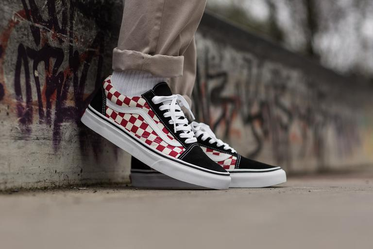 vans old skool checkerboard red and black