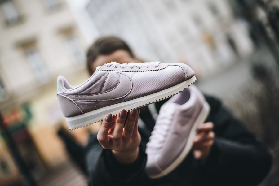 f846c4f13e38 eng pl Womens-Shoes-sneakers-Nike-Classic-Cortez-Nylon-749864-605-14380 2.  Best pink sneakers you can buy online